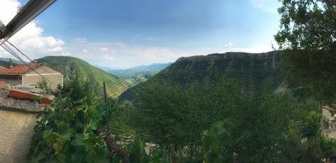 Casa Annadelis con vista Monte Nerone fraz.Cagli