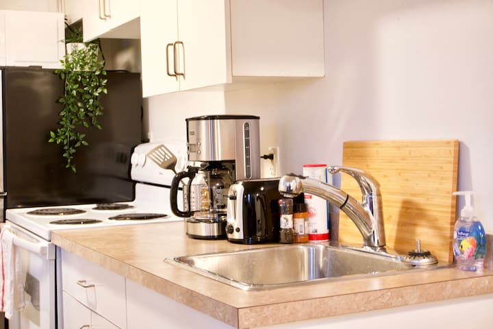 Fully Furnished | Cozy Studio | Downtown | Parking | Coffee | Location