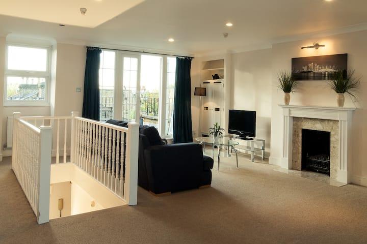 2 Bedroom Garden/Terrace Apartment in Hammersmith