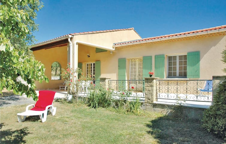 Holiday cottage with 2 bedrooms on 80m² in St Trinit