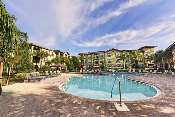 Close Disney! Superb 2Bedroom Condo @ Bella Piazza