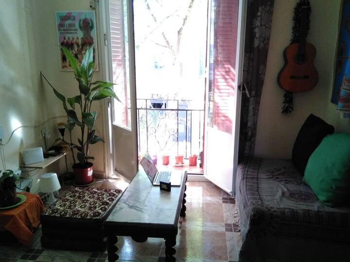 Cuarto acogedor en casa céntrica y tradicional