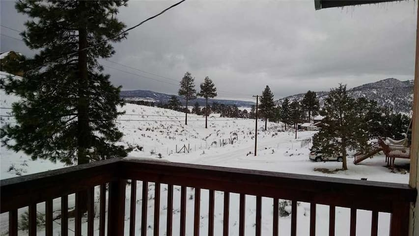 Vale Vacation - Secluded Mountain Home! Gorgeous Forest Views.