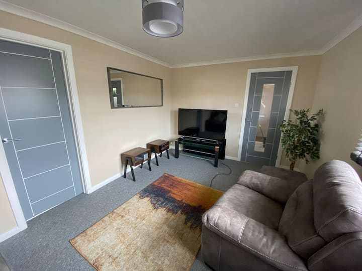 (2) modern 2 bed apt with private garden
