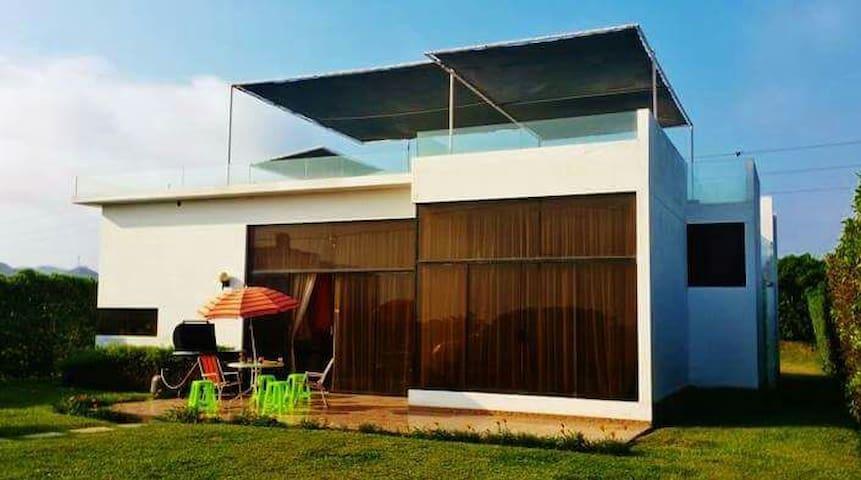 Casa de playa y campo en condominio - San Antonio