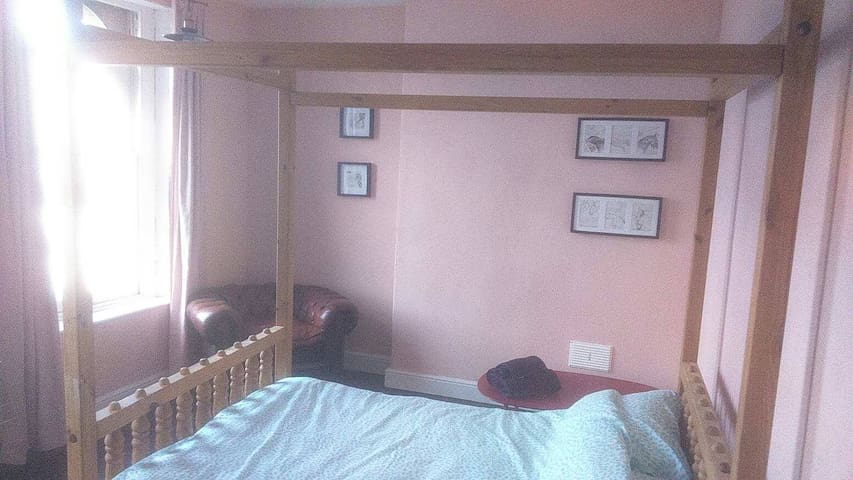 Furnished retro room in centre of Bristol (23)
