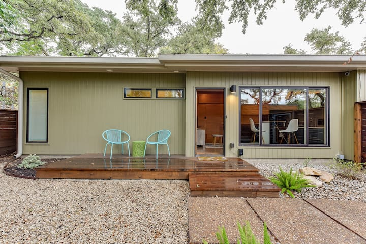 Modern, private getaway in the heart of Austin!