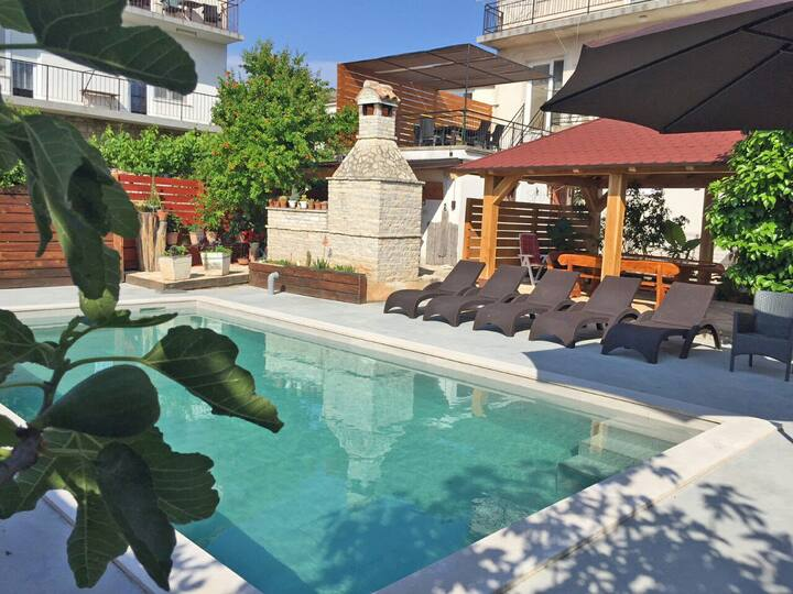 Holiday Apartment Villa in Pula with pool