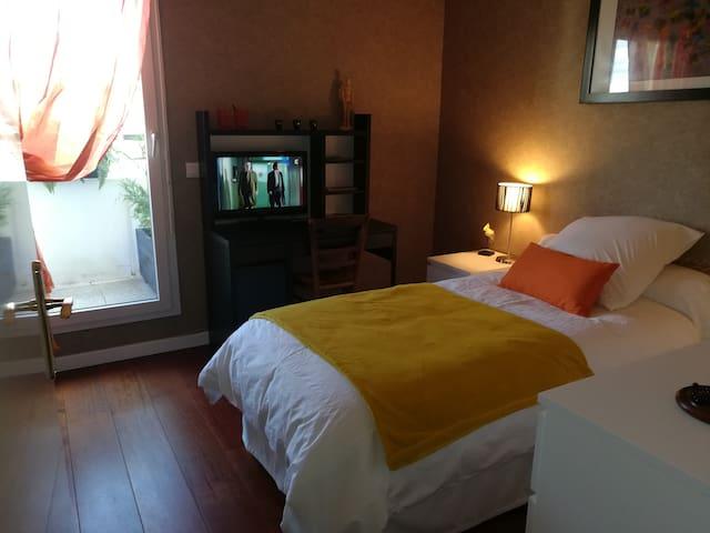 La chambre - the room