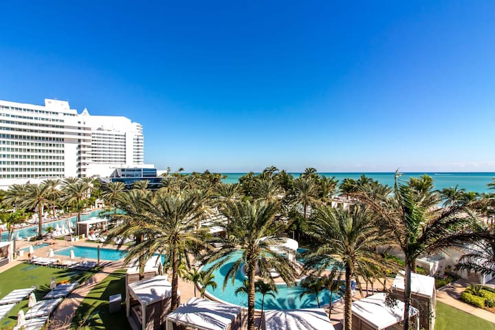 Large JR. Suite at Fontainebleau, sleeps 4!⭐