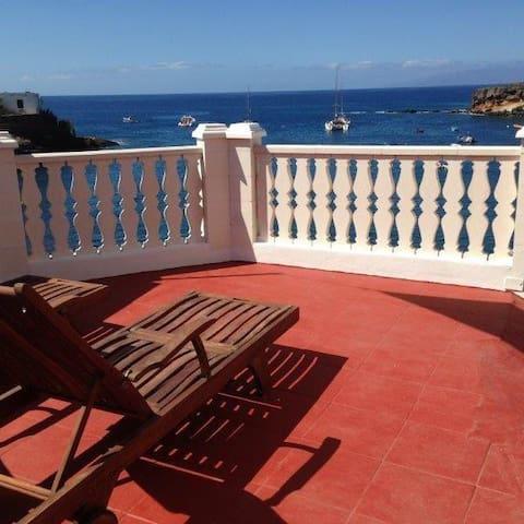 3rd Floor, cozy studio, superb terrace on the sea