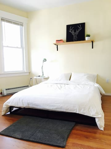 Sunny 3 Bedroom Apt Mins from NYC, TV/Washer/Dryer - Jersey City - Leilighet