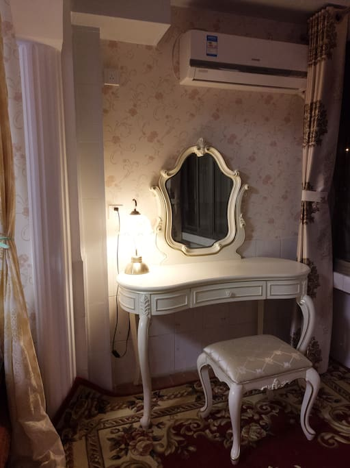 Dressing-table in Master bedroom 主卧梳妆台