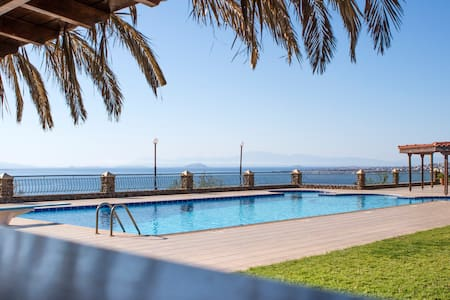 AELIA VILLA, AEGINA,SEA-VIEW, WITH POOL, SLEEPS 14 - Perdika