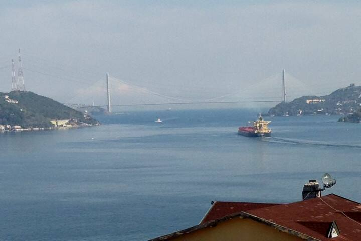 Kireçburnu'nda deniz ve 3. Köprü manzaralı daire