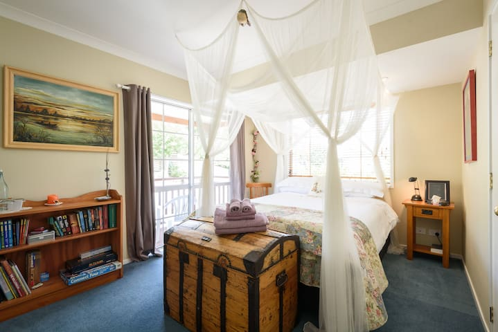 Your Own Private Wing on a Reserve - Auckland - Bed & Breakfast