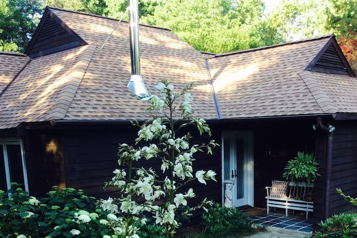 Magical Retreat Close to UVA and Downtown