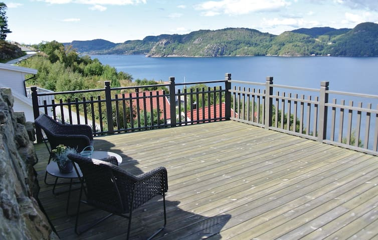 Holiday cottage with 5 bedrooms on 180m² in Lindesnes