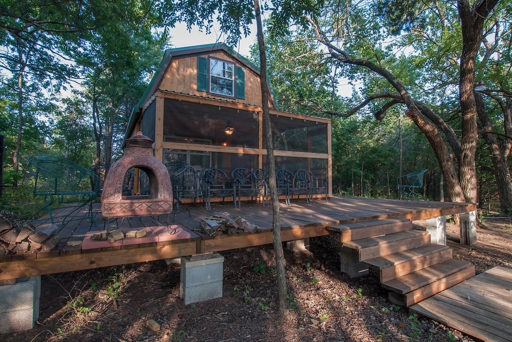 Tiny cabin in the woods by lake texoma vacation homes for Texas cabins in the woods