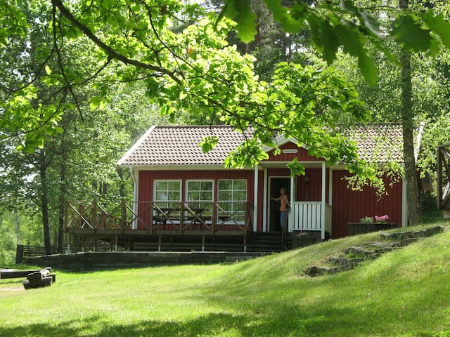 Hammaråsen - Family cabin by a lake (private boat)