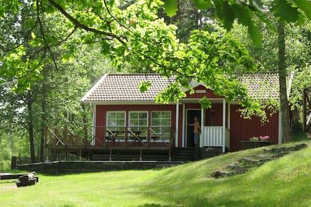 Hammaråsen - Family cabin by a lake (private boat)