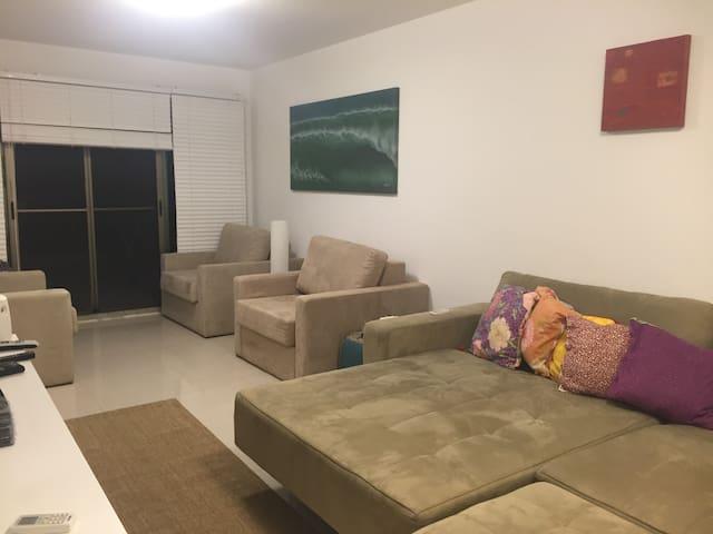 Quarto duplo com sofá cama e 3 poltronas camas - com suite