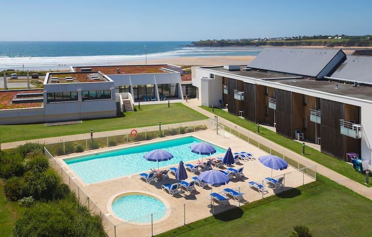Appartement 4 personnes face à la mer avec belle piscine chauffée