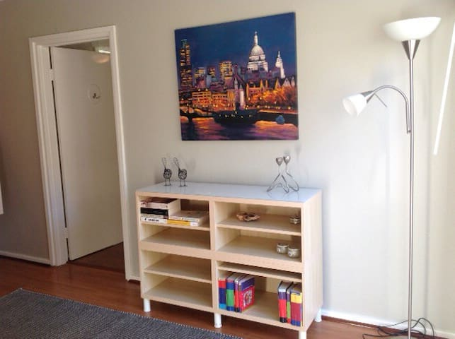 Subiaco/Joli unlimited Wifi and sunny courtyard - Jolimont - Apartment