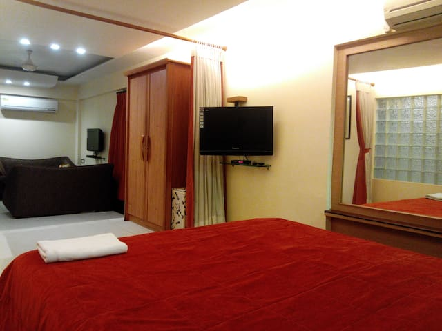 Suite room with B/Fast(Stay in Bandra west Mumbai) - Bombay - Bed & Breakfast