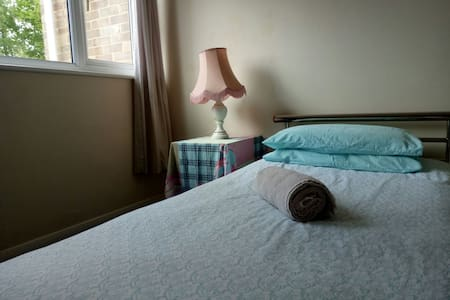Cosy Single Room with free wifi - Woodley - Wohnung