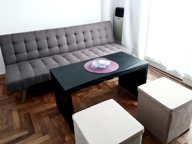 Sofá cama nuevo en dpto compartido en Nuñez