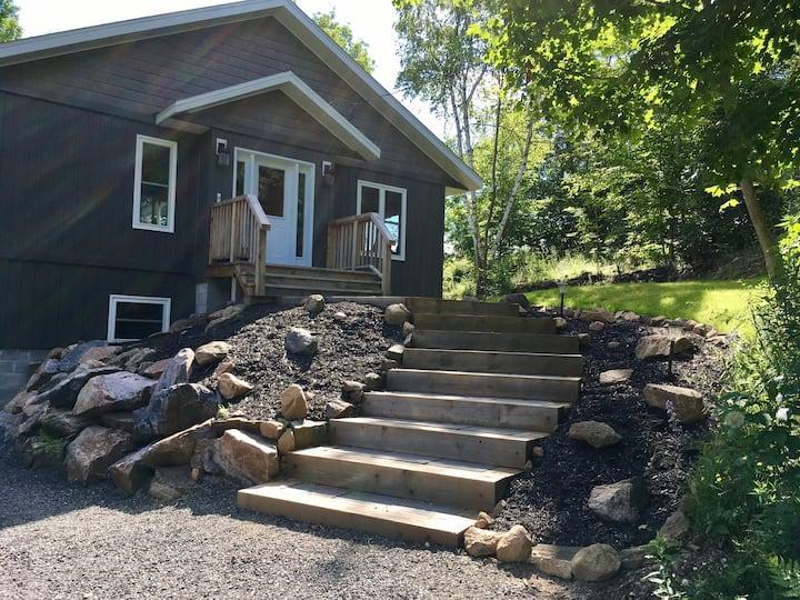 New Cozy Lakeside Cottage