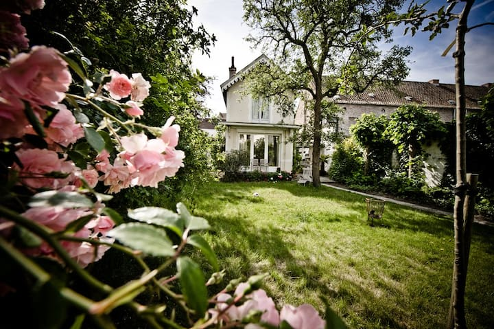 ★Charming & Historic villa, garden & free parking★