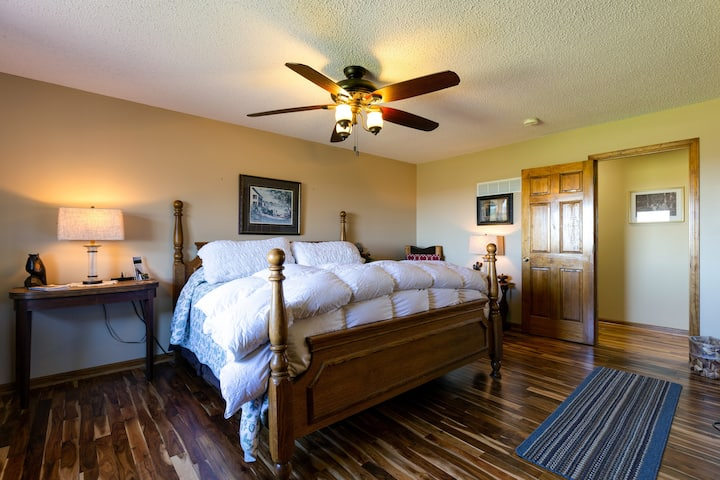 Scenic Ridge - suite in the country