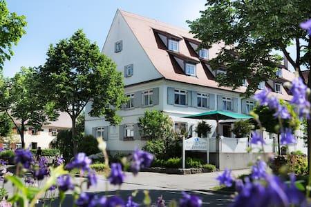 HOTEL GARNI AM ZEHNTSTADL - Ulm - Aamiaismajoitus