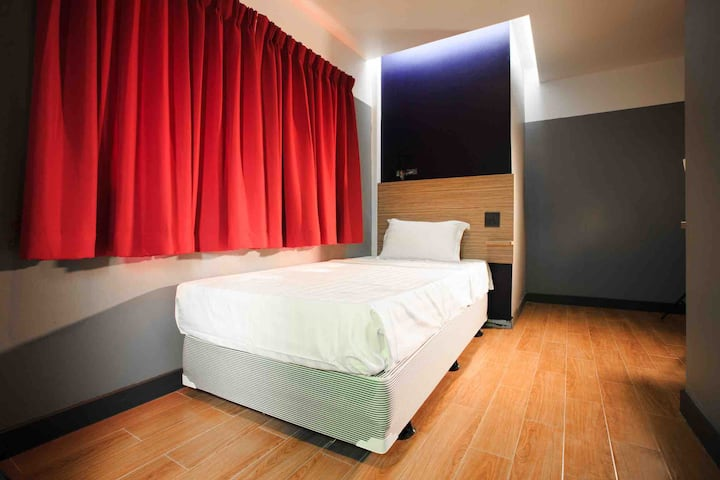 Cloud 9 lodge hotel - Single bed