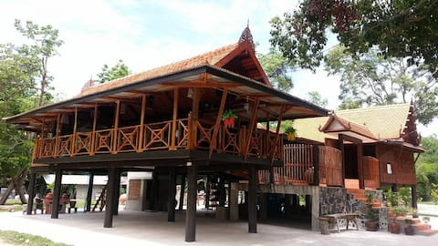 Ruen Pattamawadee Resort in Chainat province
