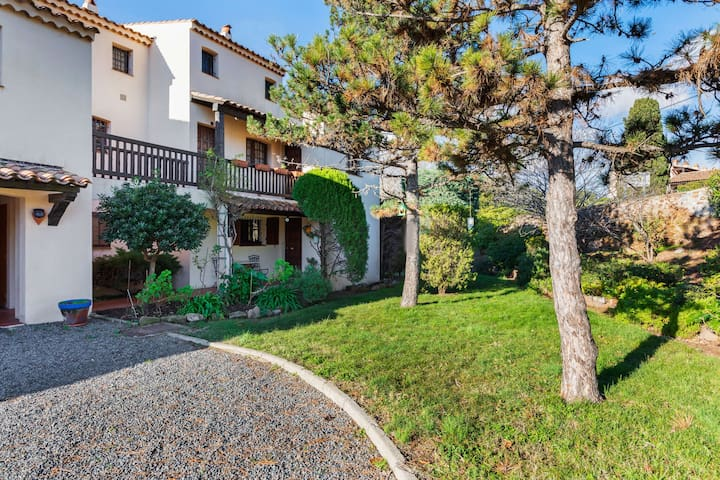 Picturesque Apartment in Saint-Raphael with Balcony