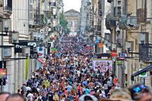 La rue Sainte-Catherine, rue piétonne de 1 250 mètres de long, est la plus longue rue commerçante et piétonne d'Europe.