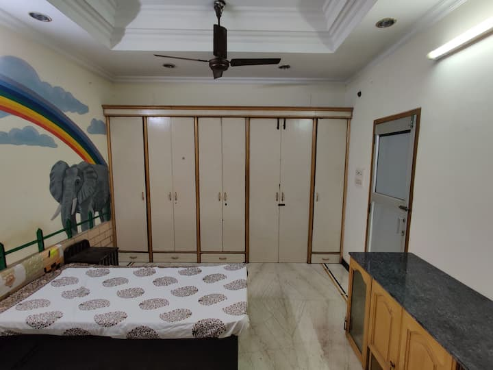 Private room in GTB Nagar with balcony.