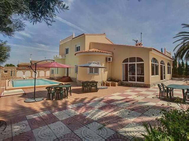 Chambre d'hôtes Villa Salvador Dali  (4)