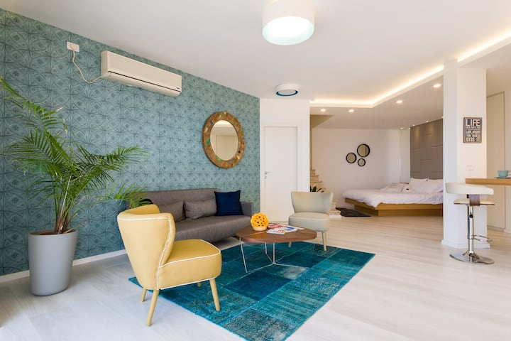 Luxury Apartment with Private Garden & Spa Bath