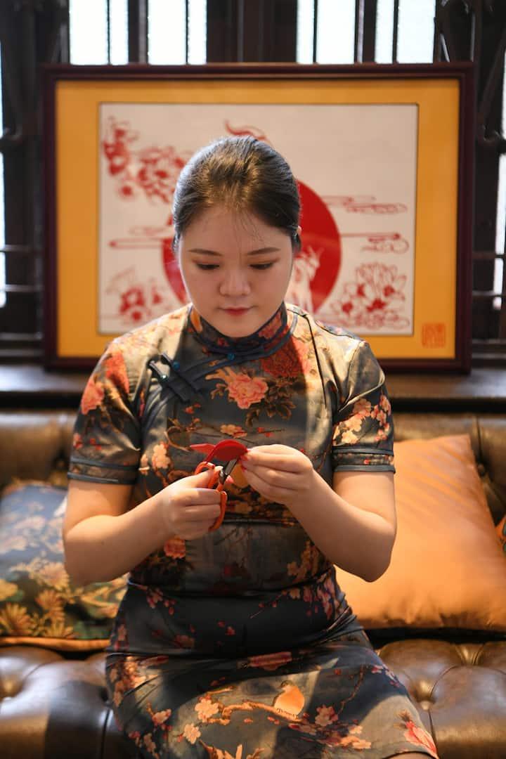 广州剪纸传承人练晓红