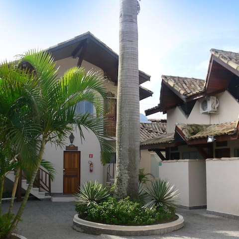 Apartamento em condomínio C - São Sebastião - Lägenhet