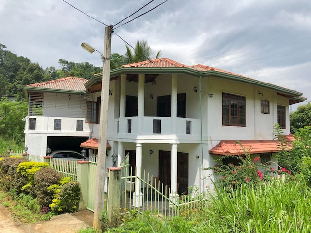 Clean & Cozy homestay in the heart of Kandy