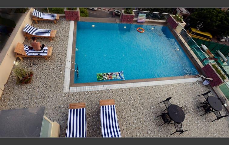 Deluxe Double room in a hotel, 600 Mtrs from Taj