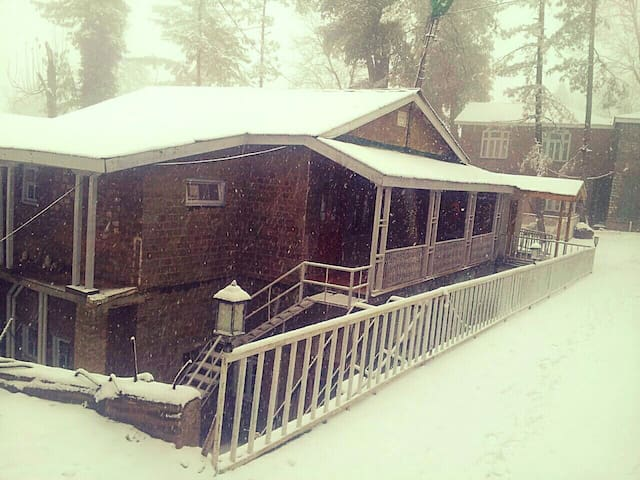 PINE TOP COTTAGES - Murree - Bed & Breakfast