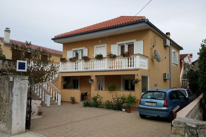 One bedroom apartment with terrace Nin (Zadar) (A-6125-c)