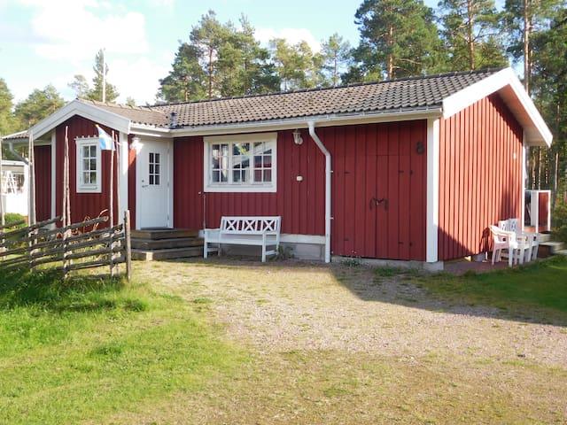 MYCKET FIN STUGA NÄRA BAD, GOLF OCH SKIDOR