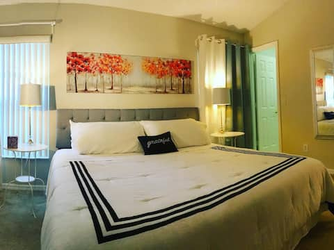 CALM Room King Bed Attached Bath 12mins Animal Dis